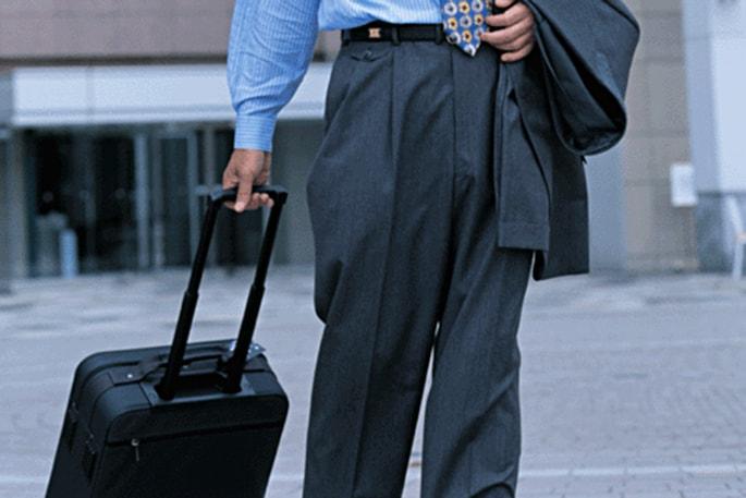今、税務調査でターゲットになる経費は  ズバリ「出張旅費」!  旅費規定を整備して、「正しい節税」を