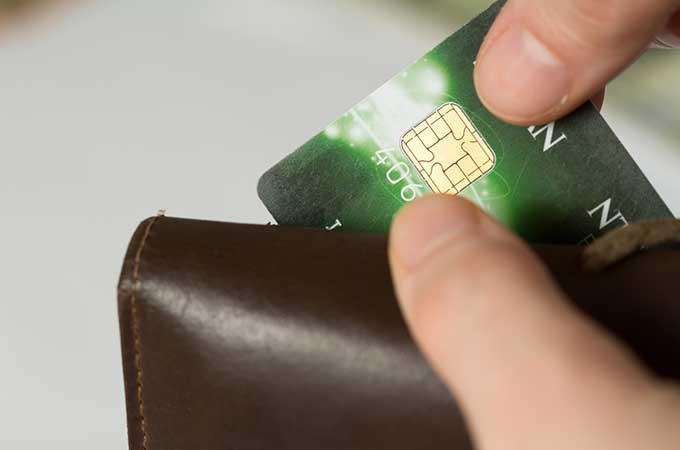 会社の備品を個人のカードで購入して精算  その際貯まったポイントは、「所得」にならない?
