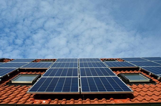 個人事業主で太陽光発電の収入があれば、  税金はどうなる?