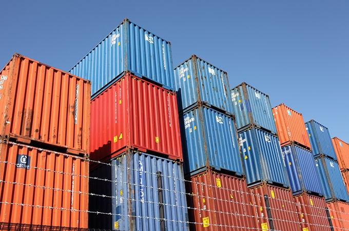 法人が商品等を輸入したときにかかる税金の種類と処理方法