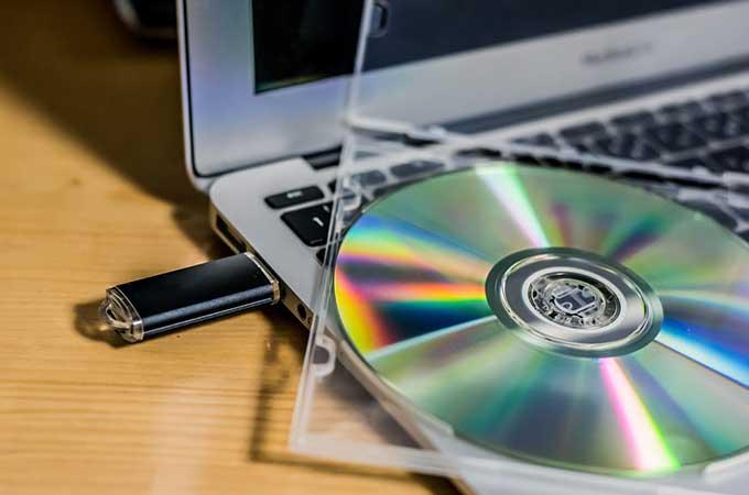 紙の領収書はもういらない?令和2年の税制改正で  追加された電子保存方式を解説!