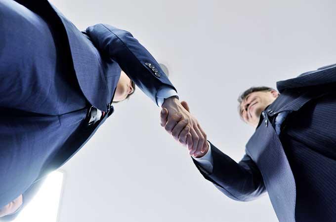 個人事業主が事業譲渡する方法と  関係する税金を徹底解説